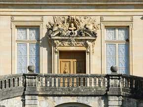 Château de Fontainebleau, Cour du Cheval blanc - Fontainebleau (Seine-et-Marne) © Jean-Pierre Dalbéra (Licence CC)